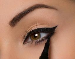 eye-liner-mandorla