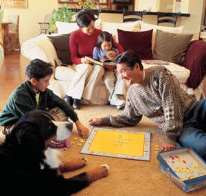 famiglia che gioca