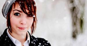 ragazza sotto la neve
