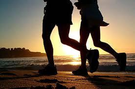 jogging sulla spiaggia